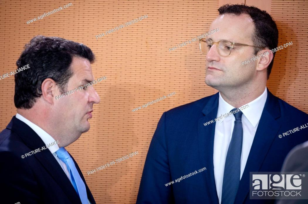 Imagen: 19 June 2019, Berlin: Hubertus Heil (SPD, l), Federal Minister of Labour and Social Affairs, and Jens Spahn (CDU), Federal Minister of Health.