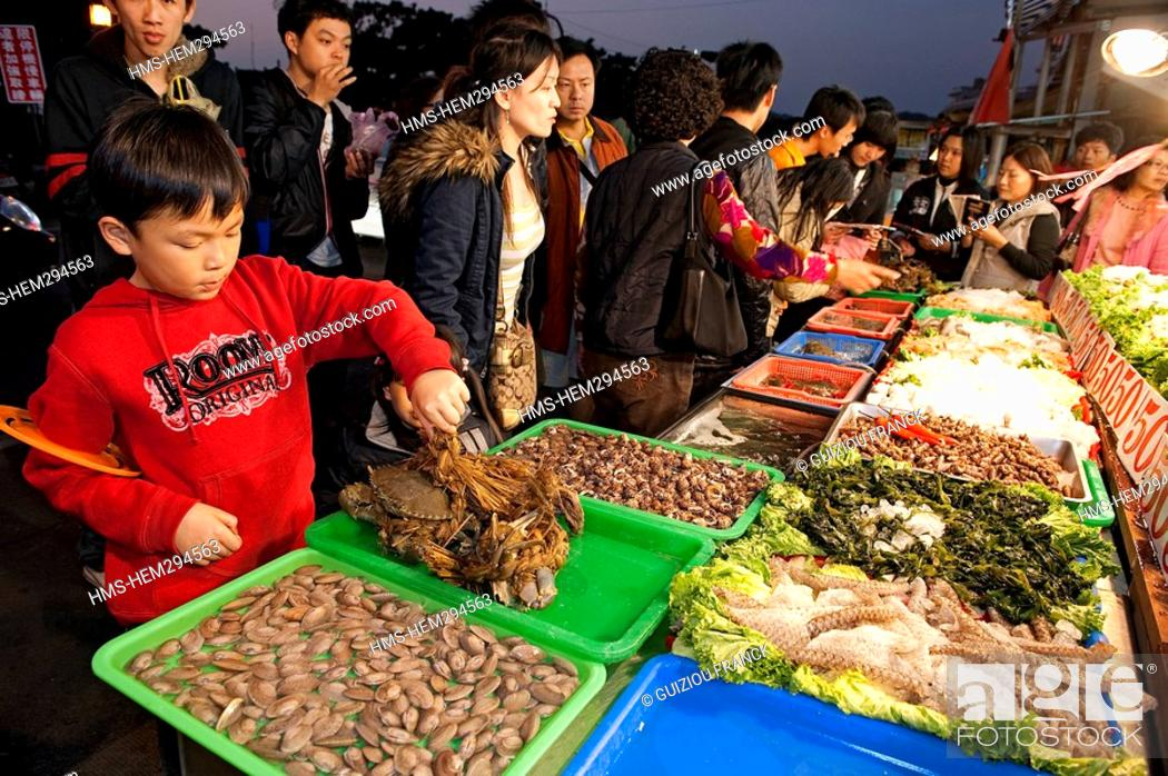 Stock Photo: Taiwan, Kaohsiung, Cijin Island, Seafood market at night.