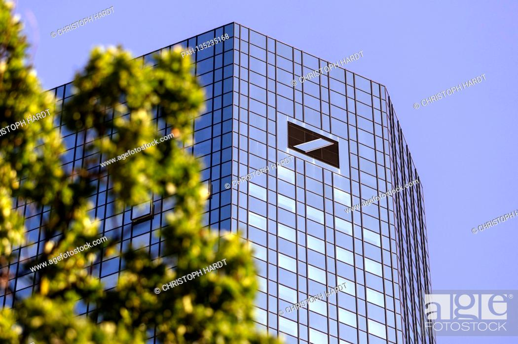 Imagen: The Deutsche Bank Tower in Bankencity. The credit company unfortunately in the crisis under the Wirecard bankruptcy. Frankfurt, August 31.