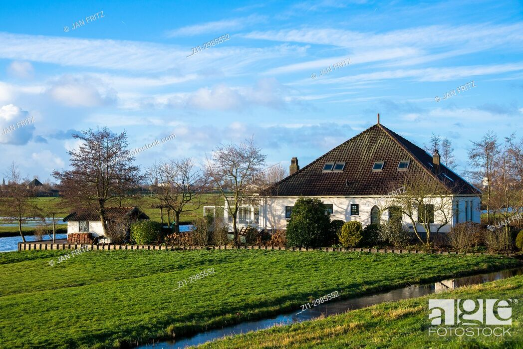 Imagen: countryside with historic farm in Wijde Wormer, Holland.