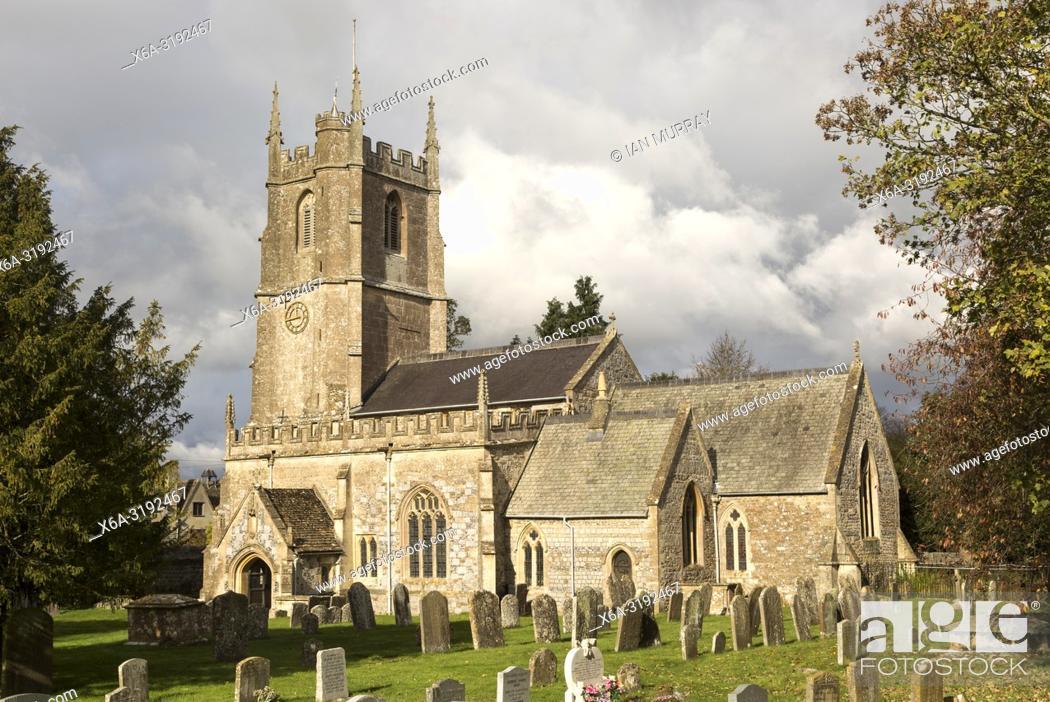 Imagen: Village parish church of Saint James, Avebury, Wiltshire, England, UK.