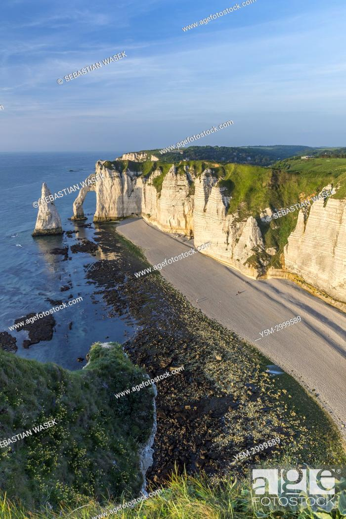 Stock Photo: Falaise d'Aval with Porte d'Aval and Aiguille d'Etretat seen from Chemin Des Douaniers, Étretat, Seine-Maritime department, Normandie, France, Europe.