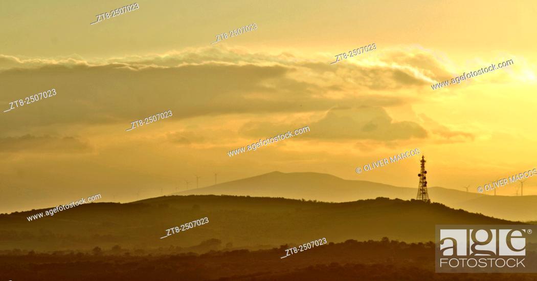"Imagen: Sunset. Destriana de la Valduerna, from the alto de Castrotierra, León province. Spain. Image taken using a similar """"Time-Stack"""" technique."