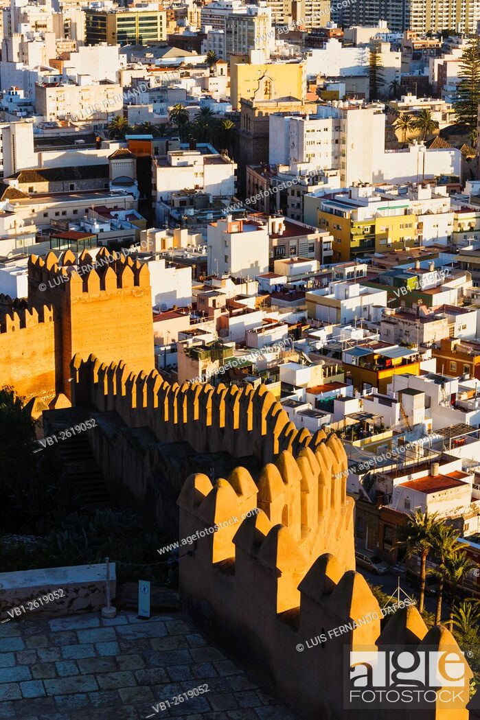Imagen: Old town overview and Alcazaba castle walls at sunset. Almeria, Spain.