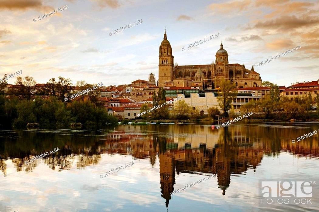 Imagen: Tormes river and cathedral, Salamanca. Castilla-Leon, Spain.