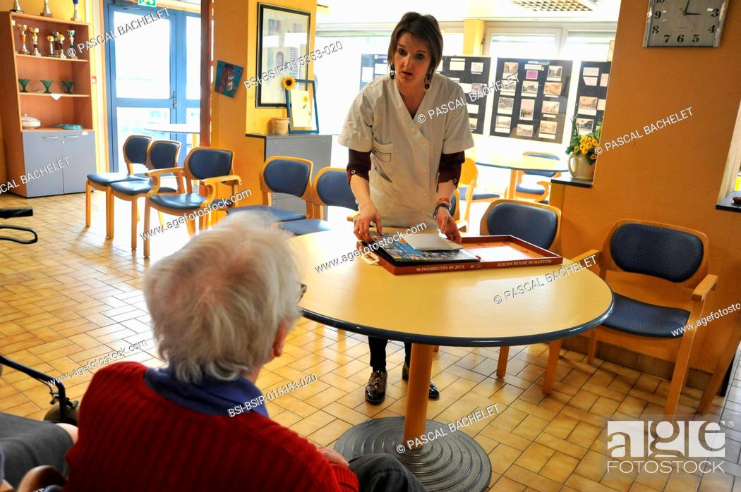 Stock Photo: Reportage on art therapy in Ham hospital?s retirement home, France. Art therapy sessions are offered to residents in order to maintain or rehabilitate their.