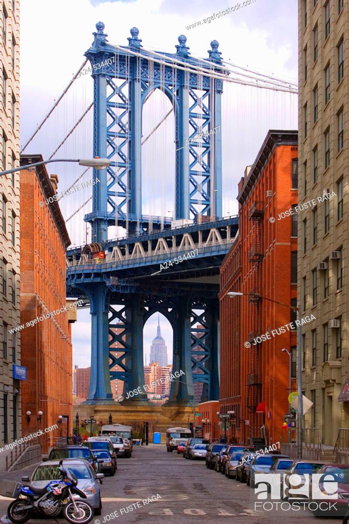 Stock Photo: Manhattan Bridge and Empire State Building. New York City. March 2006. USA.