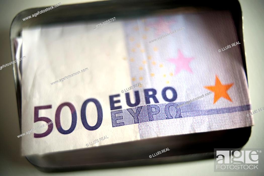 Stock Photo: 500 Euro banknotes.