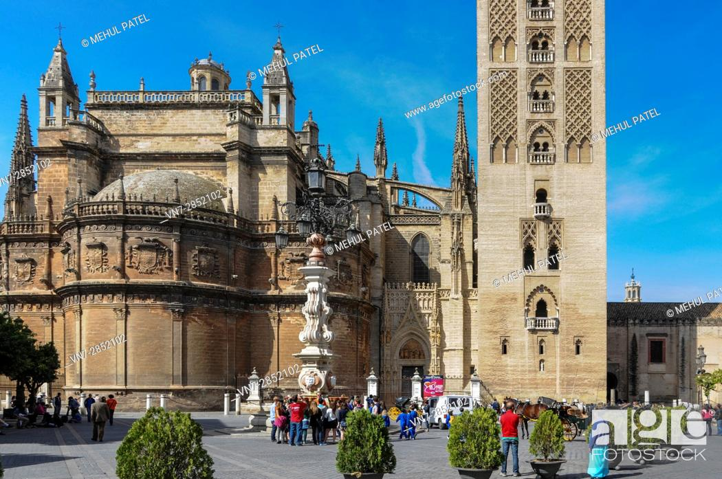 Imagen: Seville Cathedral (Catedral de Sevilla) and the base of the bell tower, La Giralda - Seville, Andalucia, Spain.