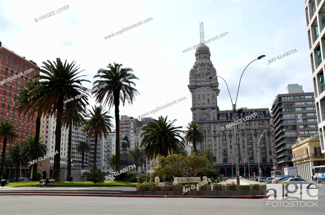 Imagen: Plaza Independencia, Montevideo, Uruguay.