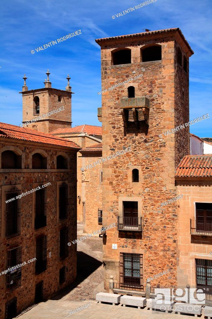Imagen: Tower of the Golfines de Abajo in the square San Jorge. Cáceres.