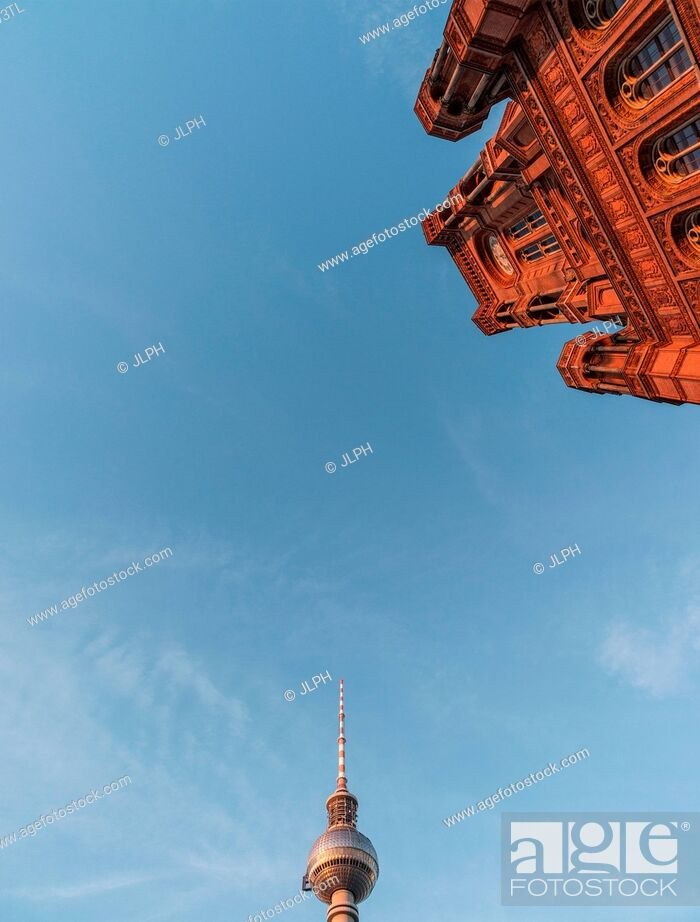Imagen: Low angle view of The Red Town Hall (Rothes Rathaus) and Berlin Radio Tower (Berliner Funkturm), Germany.
