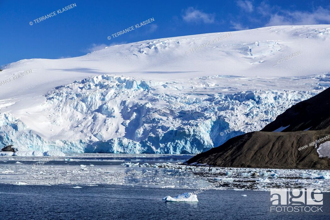 Imagen: The icebergs and mountains of Admiralty Bay, King George Island, Antarctica.