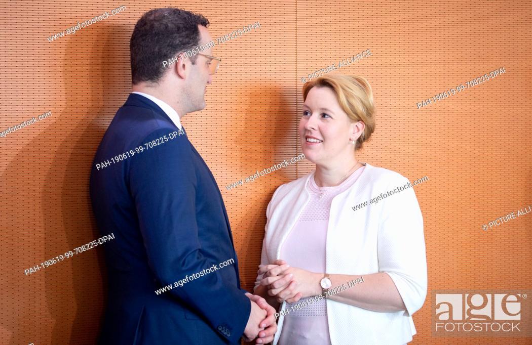 Imagen: 19 June 2019, Berlin: Jens Spahn (CDU), Federal Minister of Health, and Franziska Giffey (SPD), Federal Minister of Family Affairs, Senior Citizens.