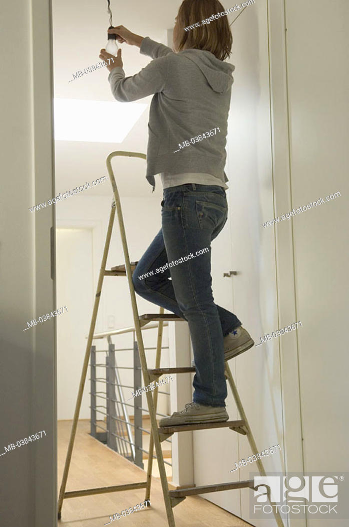 Stock Photo: People change stairwell, leaders, woman, light bulb, back-opinion, 20-30 years tenant apartment hall stepladder, stands, lamps, setting, lamp, shifts, replaces.