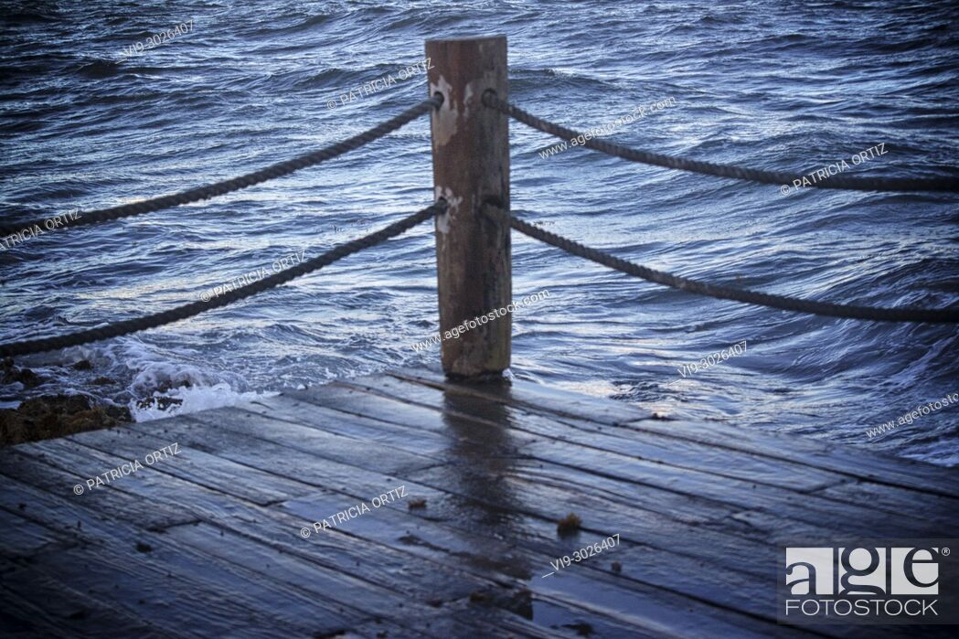 Stock Photo: WAVES ON THE DECK, CANCUN, QUINTANA ROO, MEXICO.