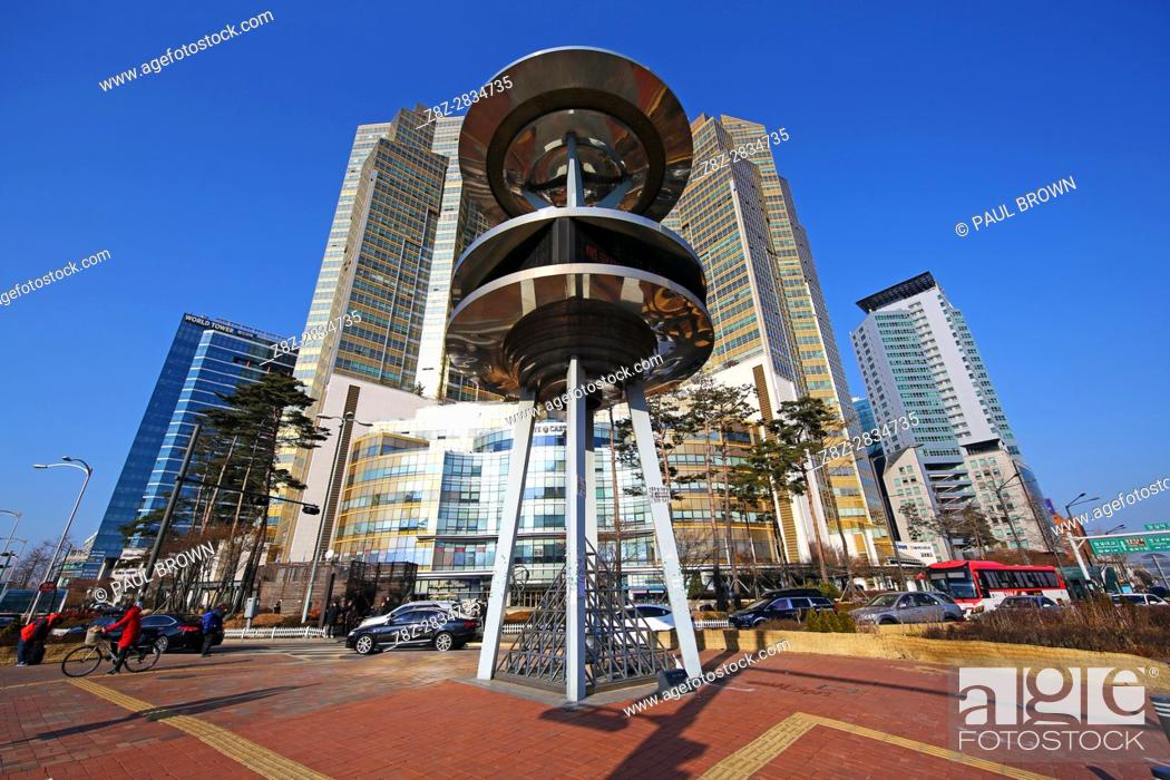 Stock Photo: Lotte Castle Gold apartments and metal structure at the Jamsil Station crossroads, Seoul, Korea.