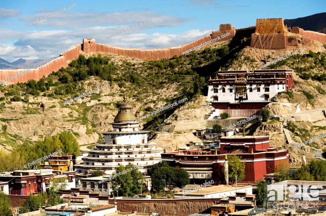 Stock Photo: the old town of Gyantse.