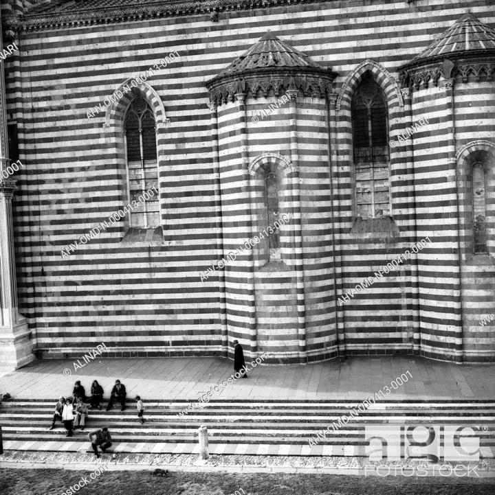 Imagen: Exterior of the Cathedral of Orvieto (XIII - XVI century), shot 05/1973 by Orioli Maria.