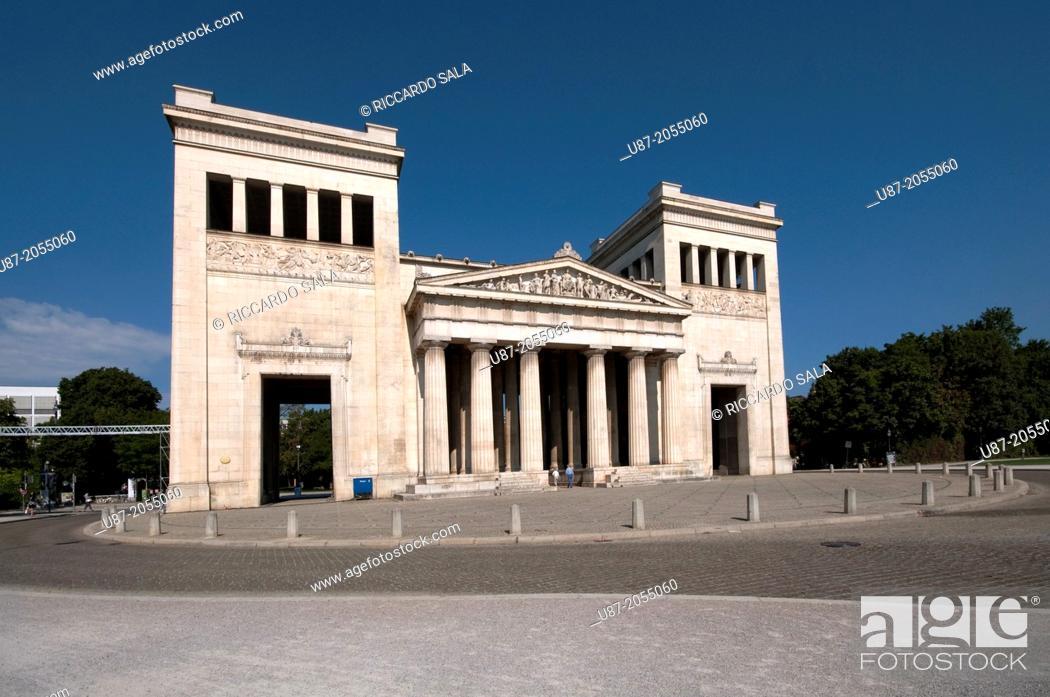 Stock Photo: Germany, Bavaria, Munich, Koenigsplatz Square, Propylaea Building.