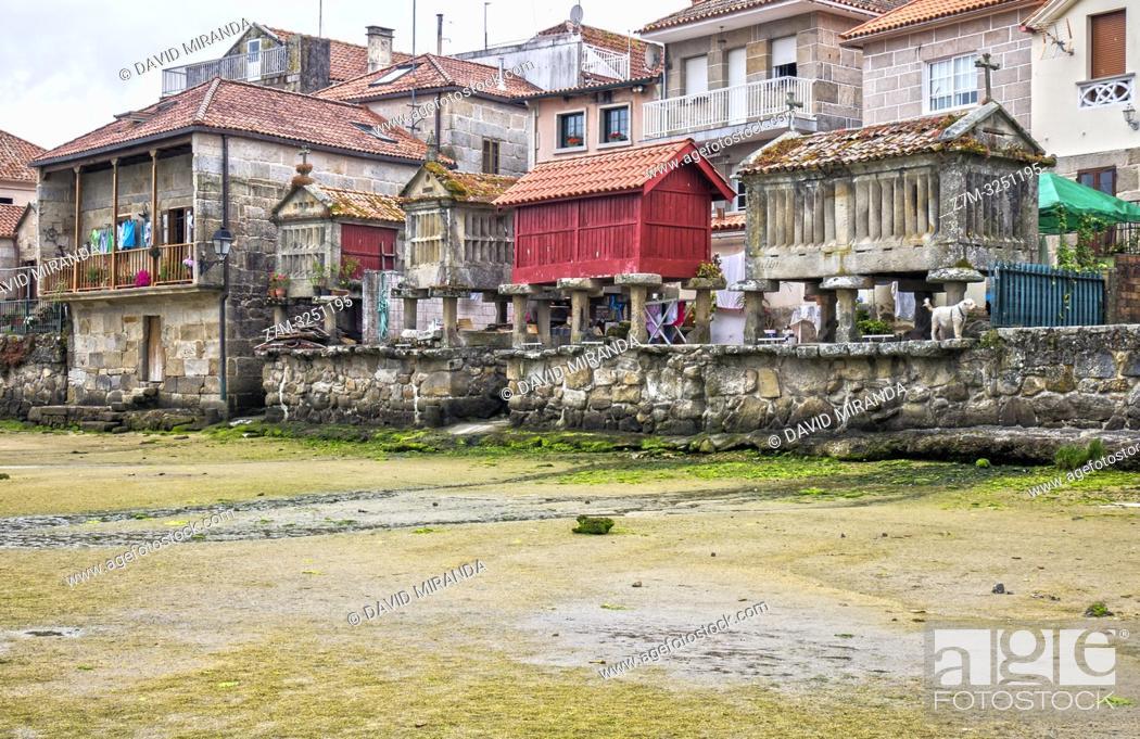 Imagen: Hórreos en Combarro. Pontevedra. Galicia. España.