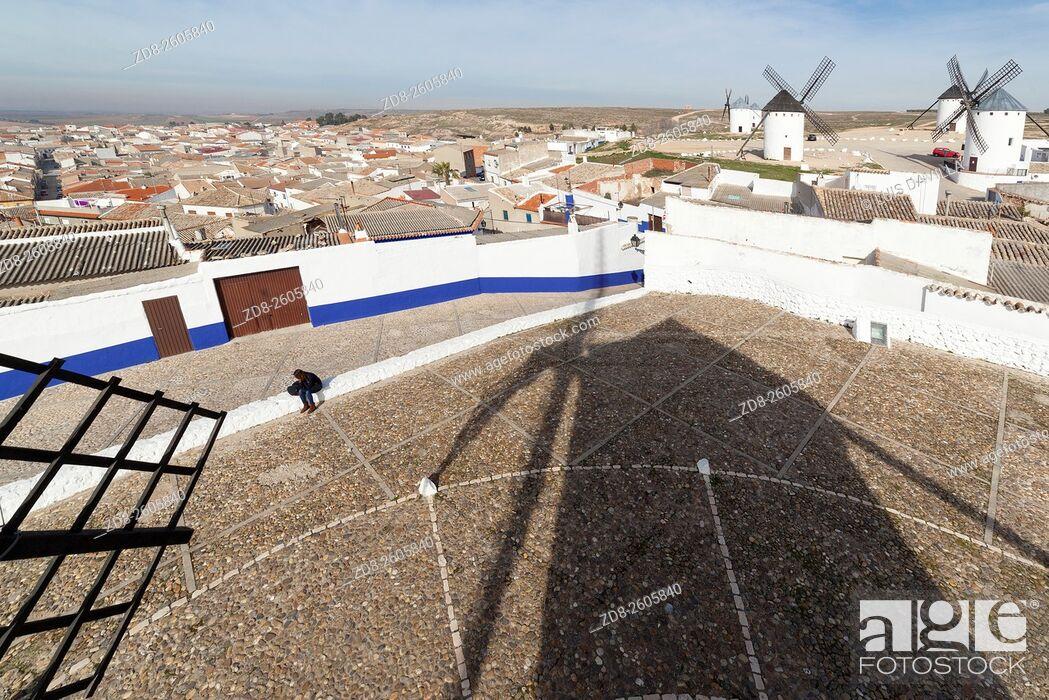 Imagen: Windmills of Campo de Criptana. La Mancha, Spain.
