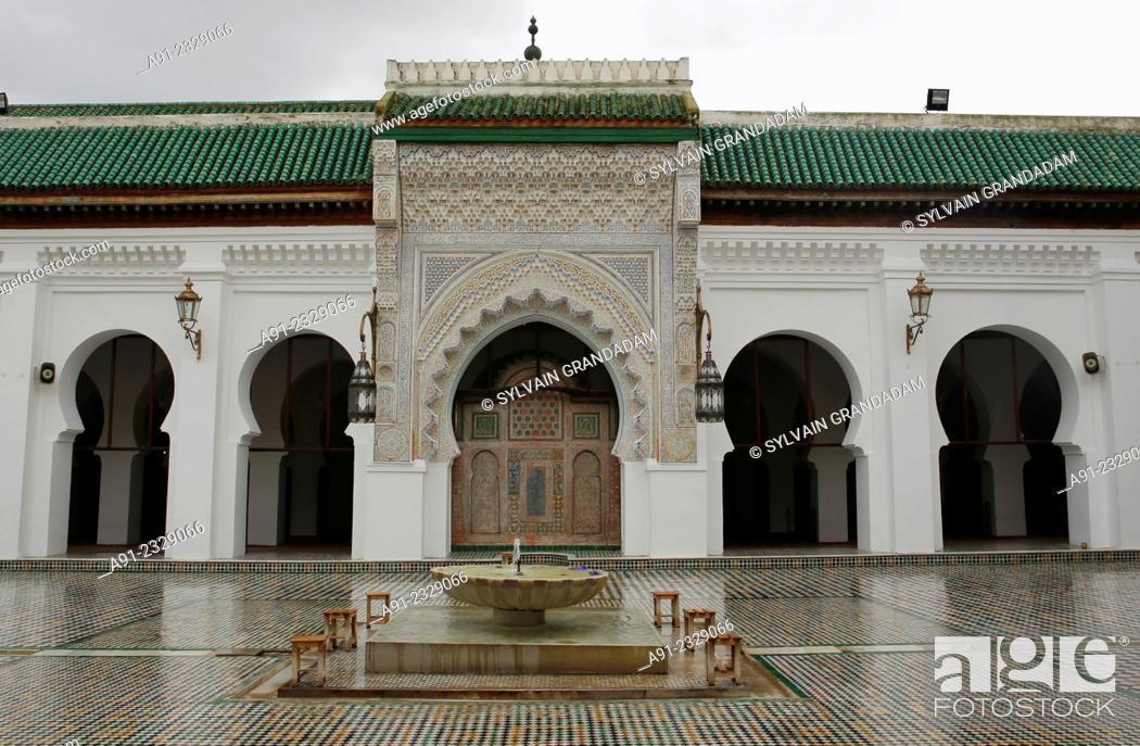 Stock Photo: North Africa, Morocco, City of Fez Fes, Medina, famous al-Qarawiyyin or al-Karaouine mosque and university.