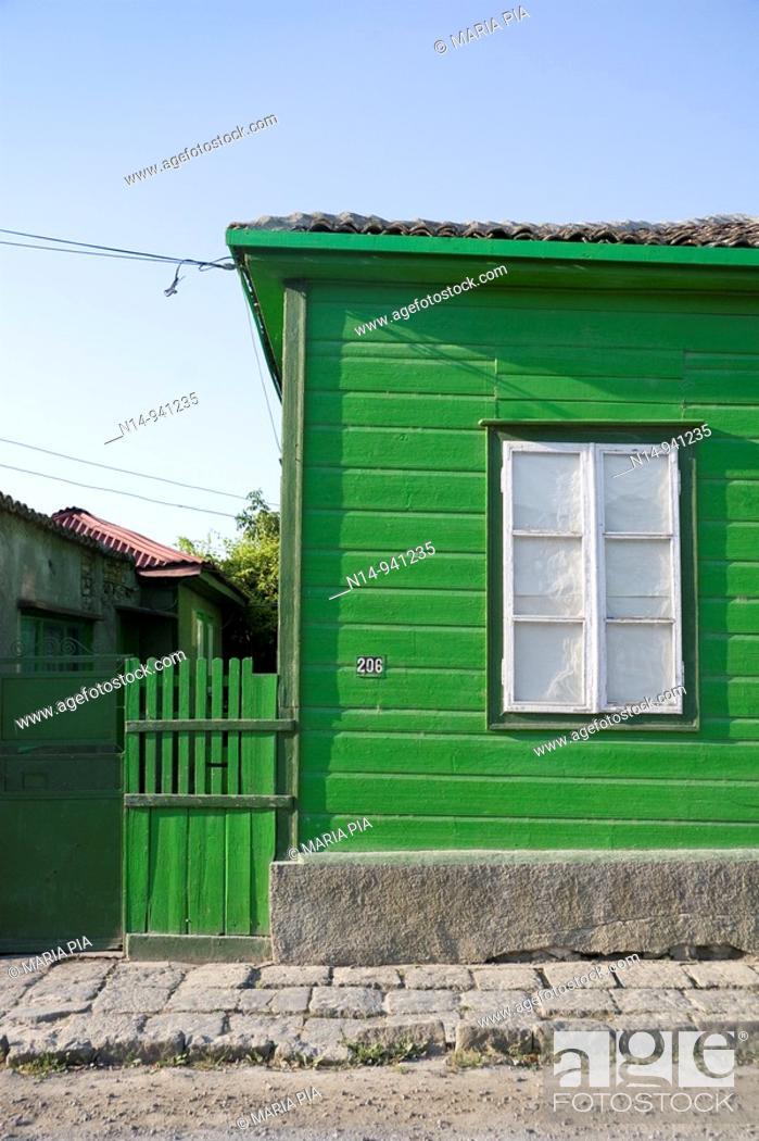 Stock Photo: Detalle de típica casa de madera en Sulina, Delta del Danubio, pueblo pesquero, Rumania.Es el punto más oriental de Rumania y de la Unión Europea.