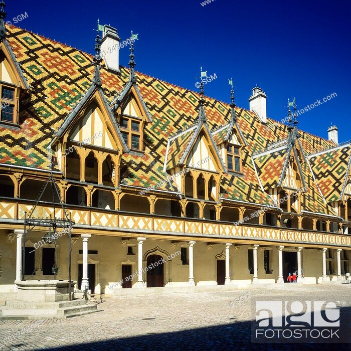Stock Photo: Main courtyard, Hôtel-Dieu, 'Hospices de Beaune', Beaune, Côte-d'Or, Burgundy, France.