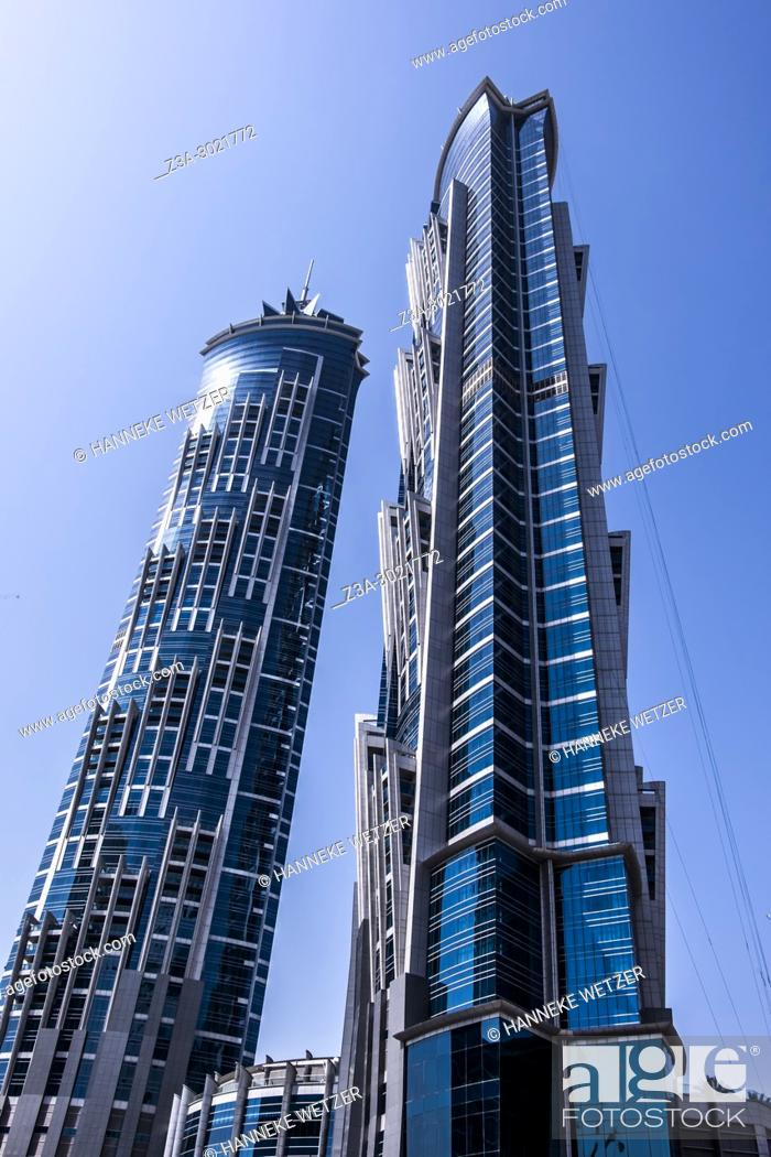 Imagen: Jw Marriott Marquis Hotel; brand new modern architecture in Business Bay, a business capital as well as a freehold city in Dubai, United Arab Emirates.