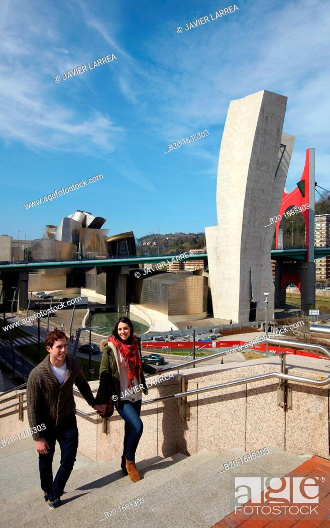 Stock Photo: Young couple visiting the city, Guggenheim Museum, Abandoibarra, Bilbao, Bizkaia, Basque Country, Spain.