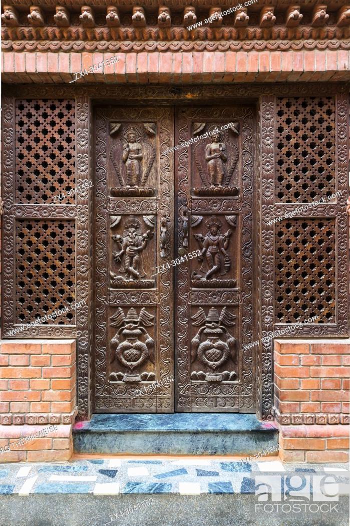 Photo de stock: Carved wooden door, Kirtipur, Nepal.