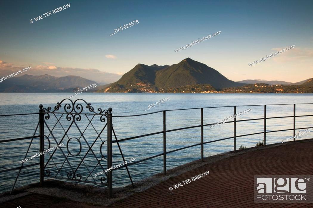 Stock Photo: Italy, Piedmont, Lake Maggiore, Stresa, lakefront vista, dusk.