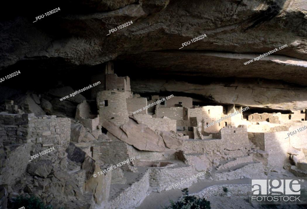 Stock Photo: Mesa Verde, Colorado. The ruins of the Anasazi cliff dwelling of Mesa Verde.
