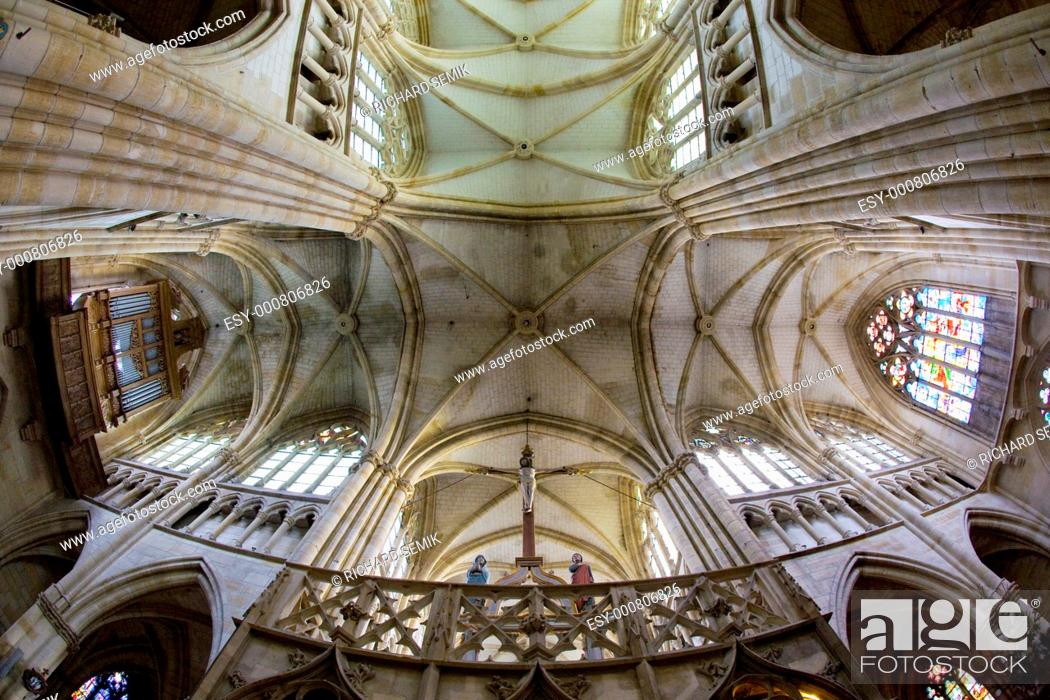 Stock Photo: interior of basilica Notre-Dame-de-l'Eoine, L''Epine, Champagne, France.
