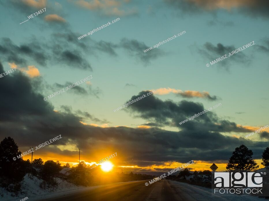 Imagen: Sunset over New Mexico State Road 68 in December.