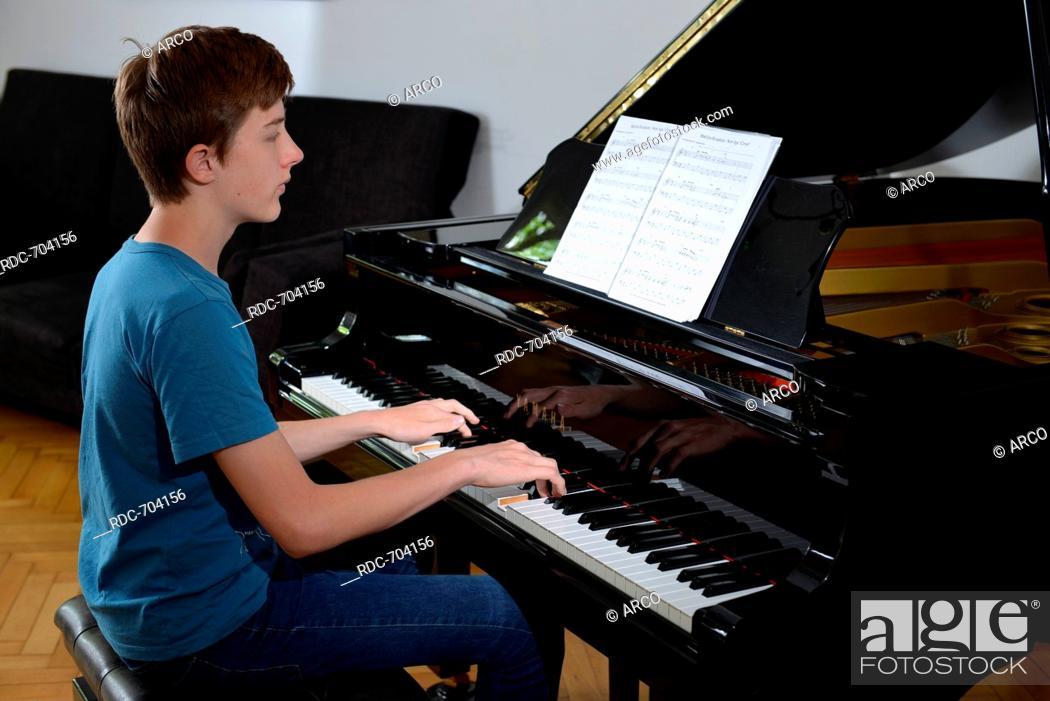 Stock Photo: Kind, Klavier, Spiel.