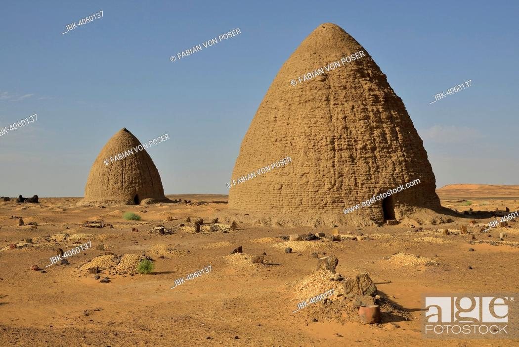 Imagen: Domed mausoleums, called Qubbas, Old Dongola, Northern, Nubia, Sudan.