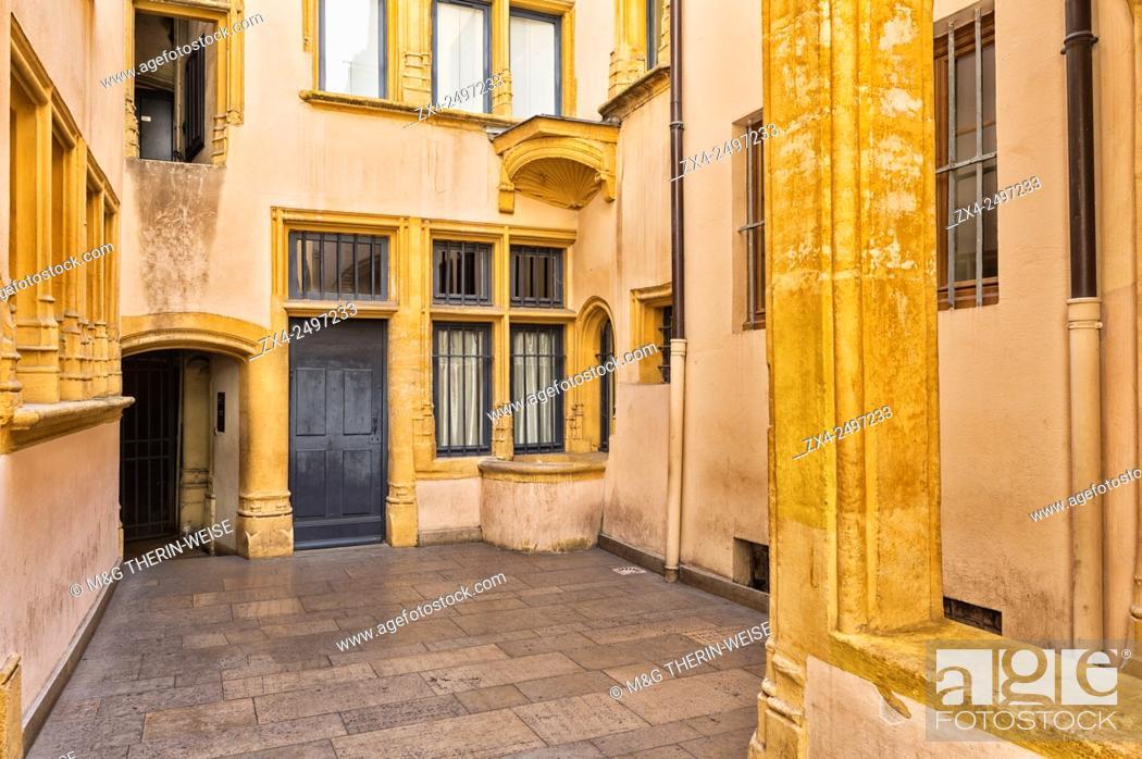 Photo de stock: Traboule Hostellerie du gouvernement, Saint Jean district, Old Lyon, Lyon, Rhone, France, Unesco World Heritage Site.