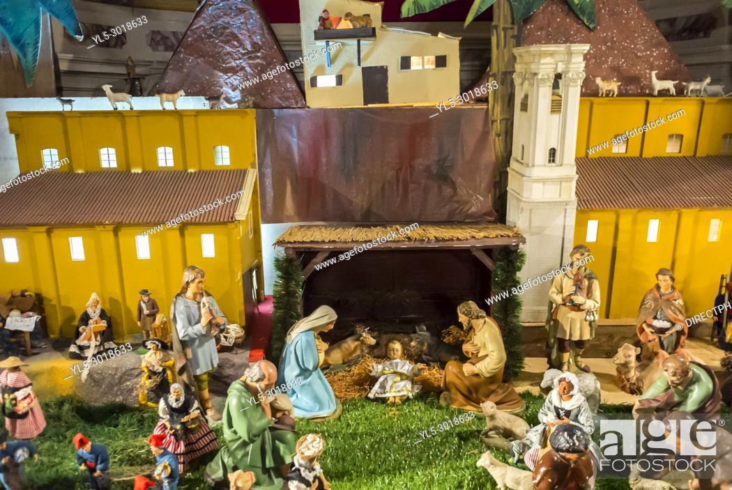 Imagen: Nice, France, Catholic Church, Cathedrale Saint Reparte. Christmas Creche on display.