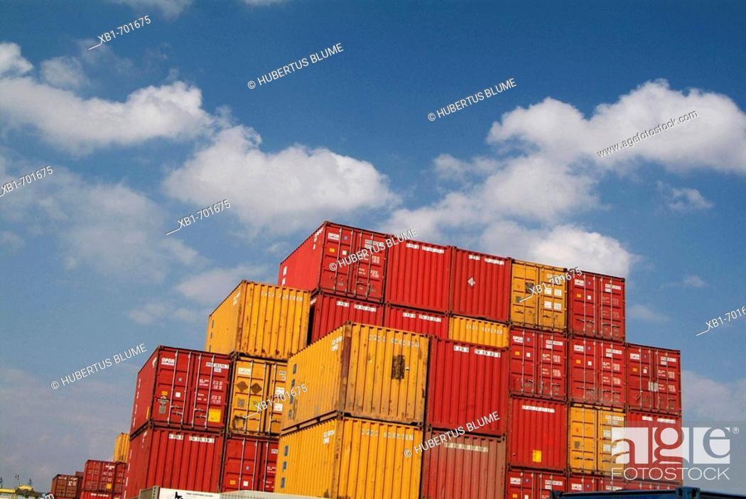 Stock Photo: Cargo containers. Hamburg, Germany.