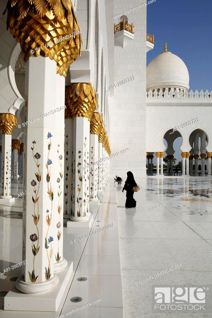 Stock Photo: United Arab Emirates (UAE), Abu Dhabi, Great Mosque Sheikh Zayed Bin Sultan Al Nahyan achieved in 2007, may contain iup to 40000 worshippers.