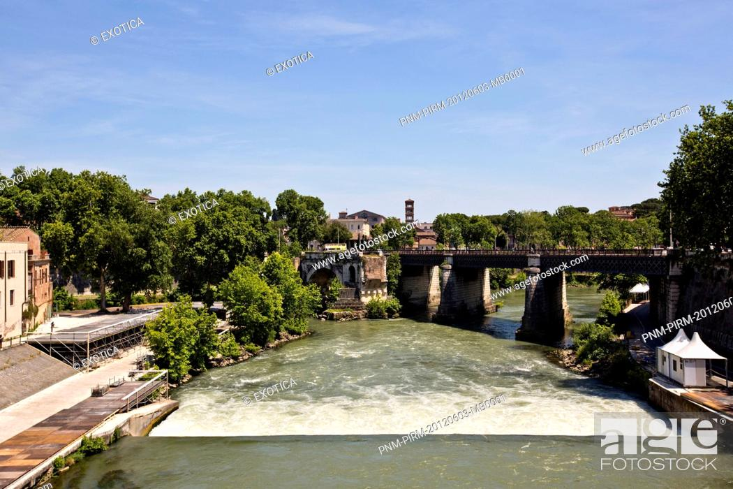 Photo de stock: Bridge across a river, Rome, Lazio, Italy.