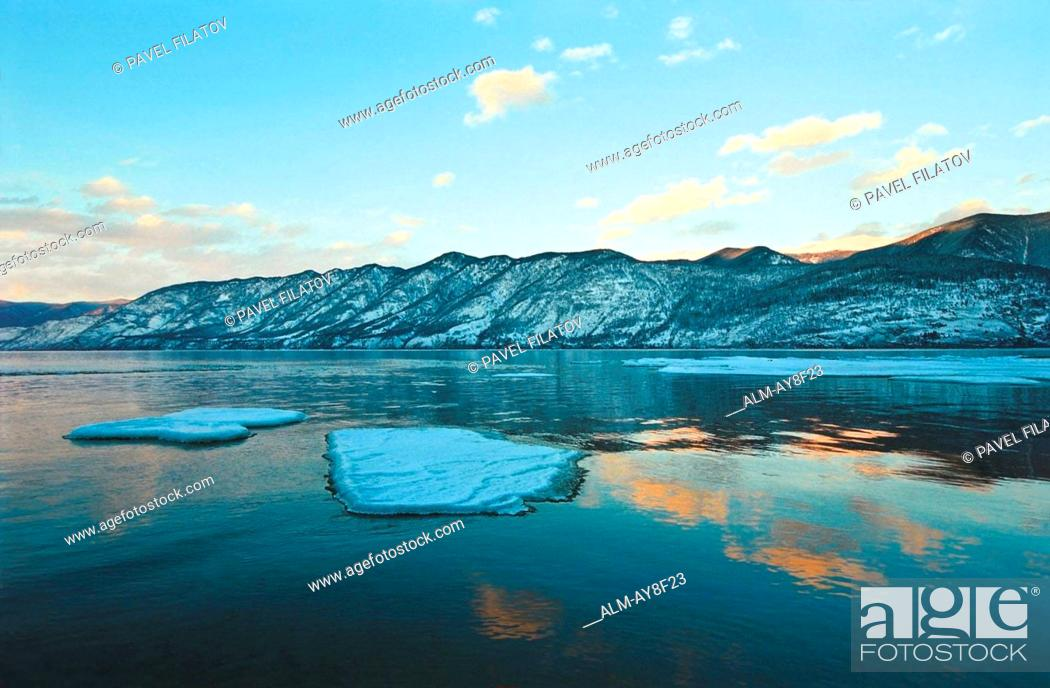Photo de stock: Sunset at the Teletskoye Lake The Kyrsay Cape Altai Russia. The name of the lake derives from the name of a tribe that lived on its shores the Teles tribe.