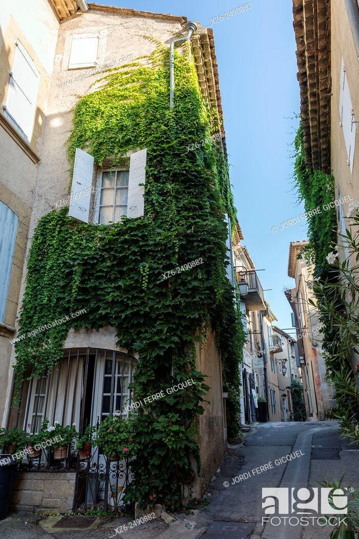 Stock Photo: Lourmarin, Les Plus Beaux Villages de France, The Most Beautiful Villages of France, Vaucluse, 84, Provence-Alpes-Côte d'Azur, France, Europe.