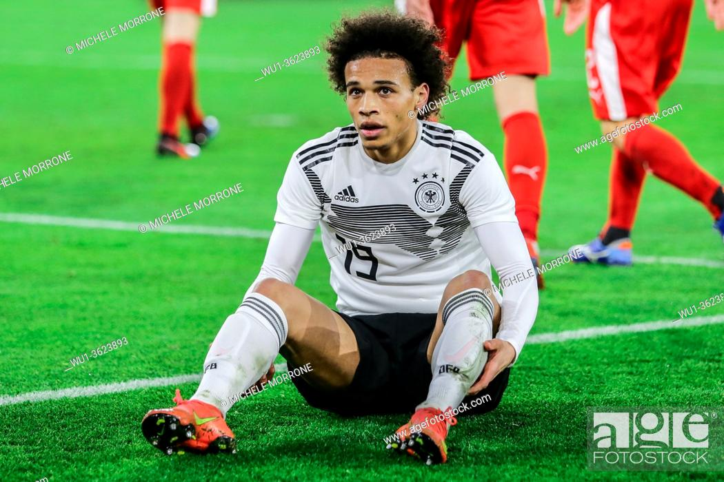 Imagen: Wolfsburg, Germany, March 20, 2019: German footballer Leroy Sané on ground after a foul during the international soccer game Germany vs Serbia in Wolfsburg.