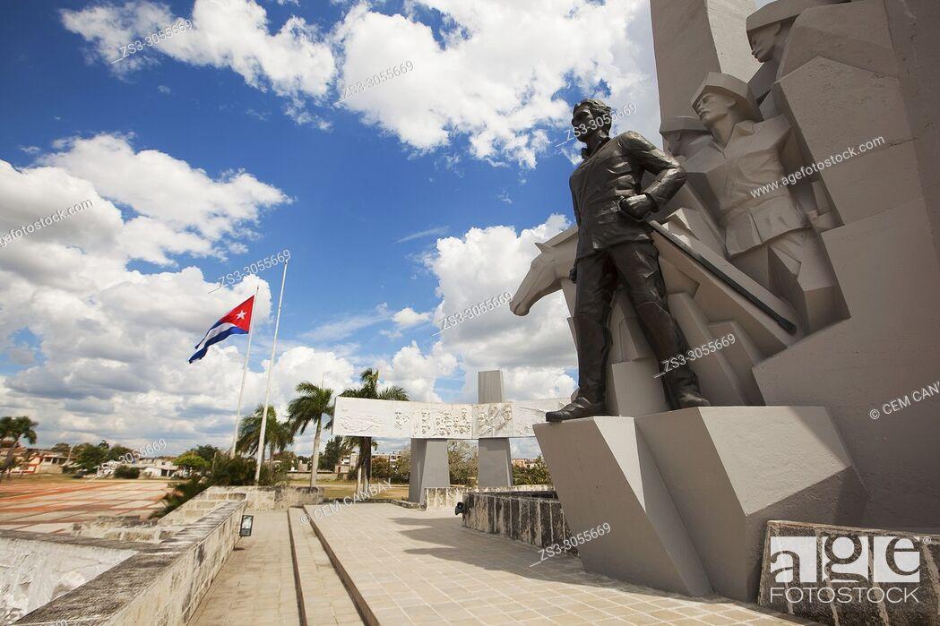 Imagen: View to the Monument and Statue of Ignacio Agramonte in the Revolution Square-Plaza De La Revolucion at the historic center, Camagüey, Cuba, West Indies.