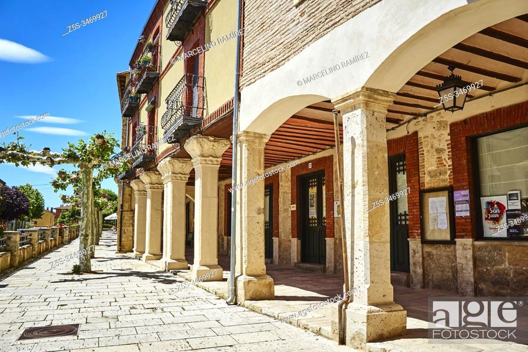 Stock Photo: Porticoed houses in the Plaza Mayor - Main Square. Castrojeriz street. French Way, Way of St. James. Castrojeriz, Burgos, Castile and Leon, Spain, Europe.
