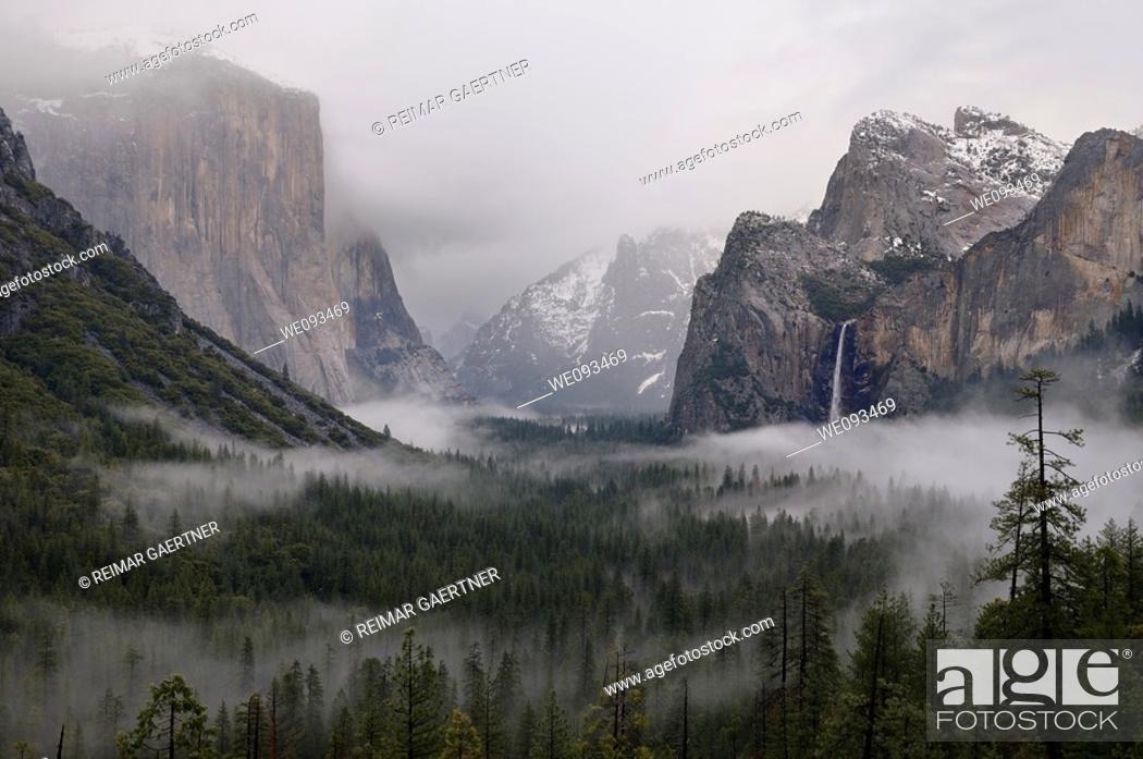 Imagen: Clouds and fog in Yosemite Valley after a winter rain storm seen from Tunnel View.