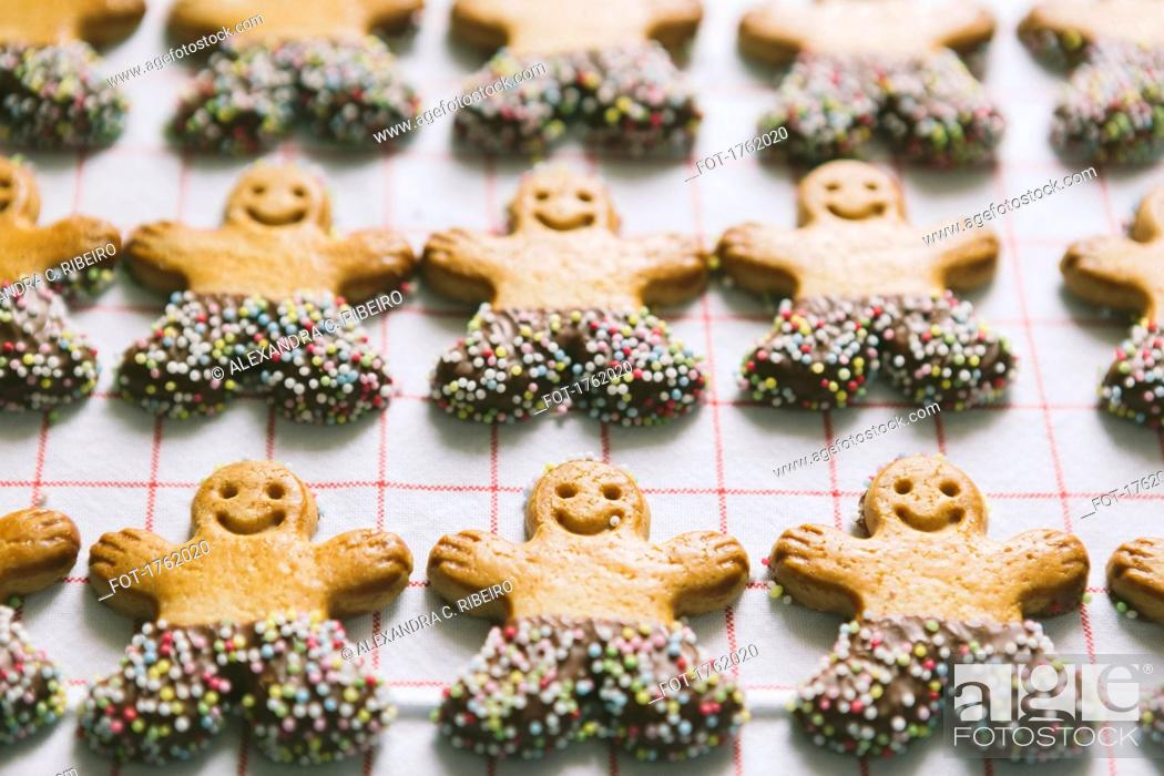 Stock Photo: Gingerbread men Christmas cookies arranged in rows.